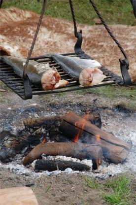 Lukten av sakte steikt fisk kan friste kven som helst.