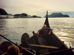 Arve har mange sjømil bak seg i vikingeskip.