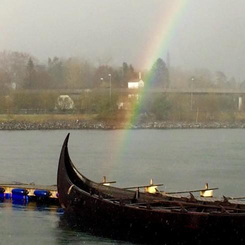 Regnbogen helsa på Bjarka.